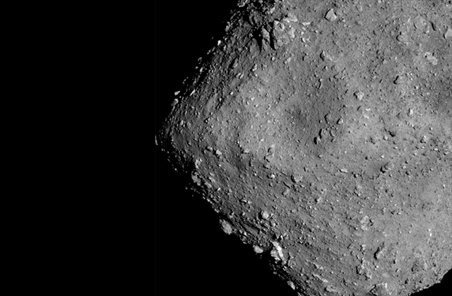 Imaging Ryugu from an altitude of 6km