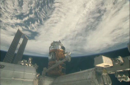 KOUNOTORI7 berthed at ISS!