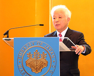 Dr. Okumura Visits U.S.A., Delivers Speeches in Washington D.C.