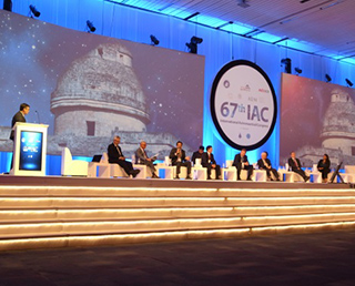 Dr. Okumura Participated in the 67th IAC in Guadalajara